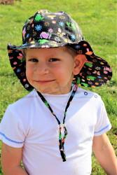 ROSTOUCÍ klobouček PAMPALÍNY, 100%Bavlna - ŽABIČKY a MOTÝLCI na černé