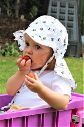 ROSTOUCÍ klobouček PAMPALÍNI, 100%Bavlna - černé tlapičky na bílé