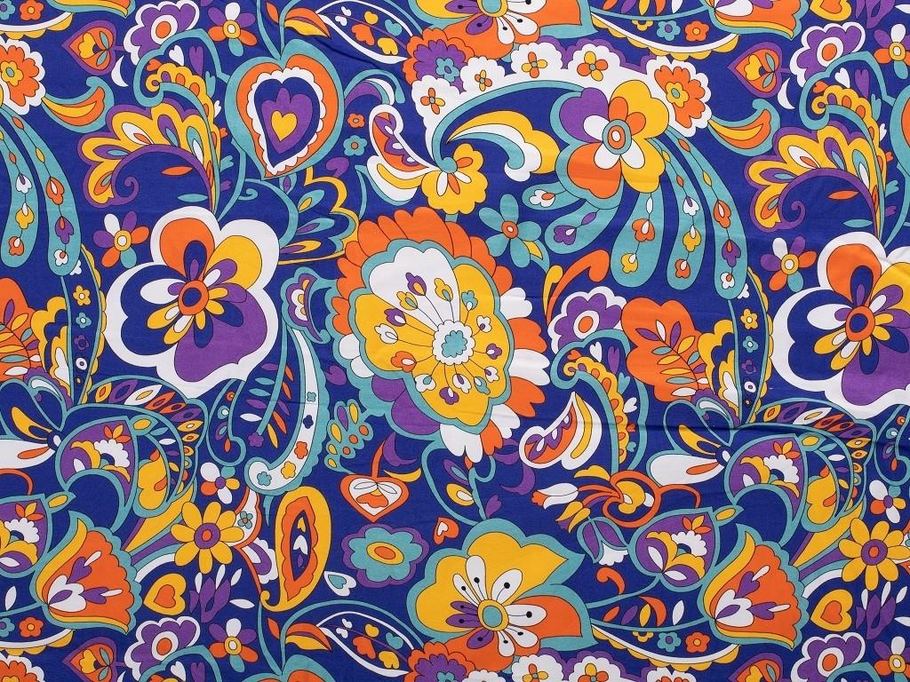 modrofialové kvítky